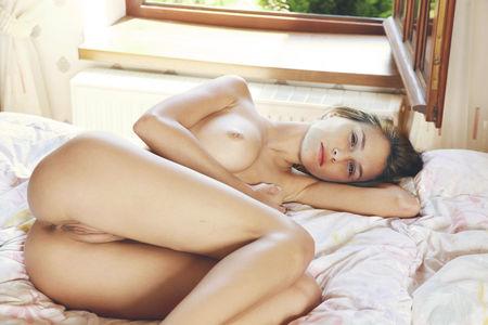 голые женщины спят фото