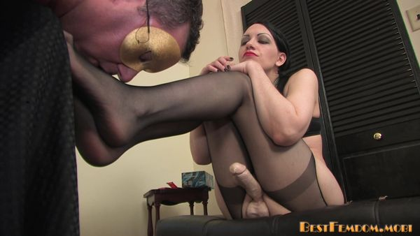 BestFemdom - Plugged - Mistress Danielle
