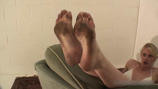 FemdomShed - Mistress Katie Moore - Disgusting dirty bare feet