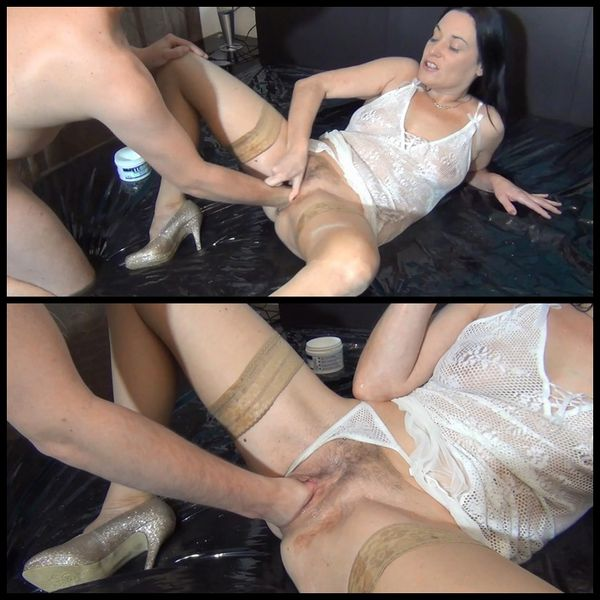 (23.01.2015) Spritzigefee pussy fisting – Pissing