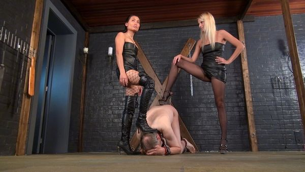 Ballbusting with Natalie and Nina