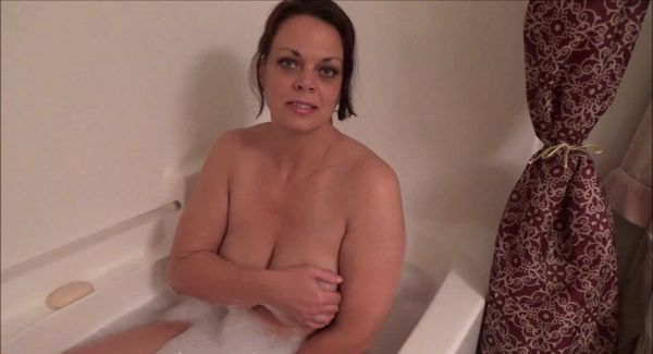 Ruining Mommy's Bath – Diane Andrews HD