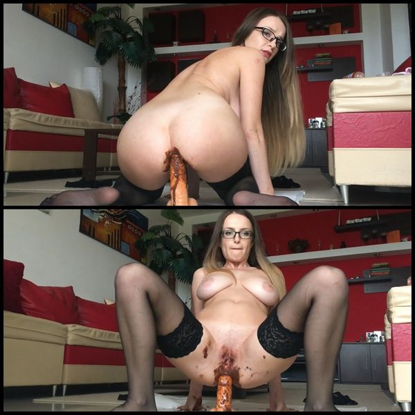(27.10.2016) Mom wants to fuck her son (huge shit)