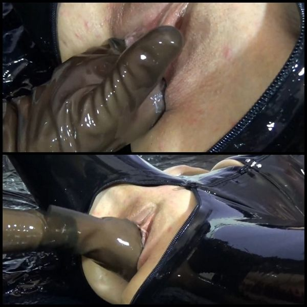 It hits and smacks – EXtremely wet finger plays in latex