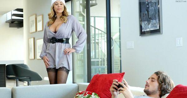 Olivia Austin – Family Christmas HD