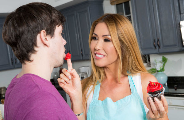 Kianna Dior – Bake Sale Bang HD