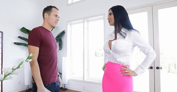 NUTTING ON MY STEPMOTHER'S FACE – Jasmine Jae HD