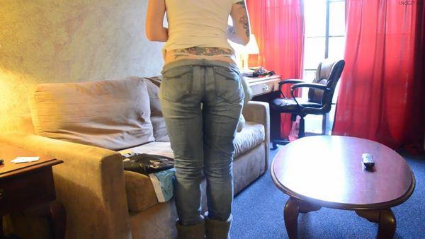 Bettie Bondage – Wardrobe Assistant HD