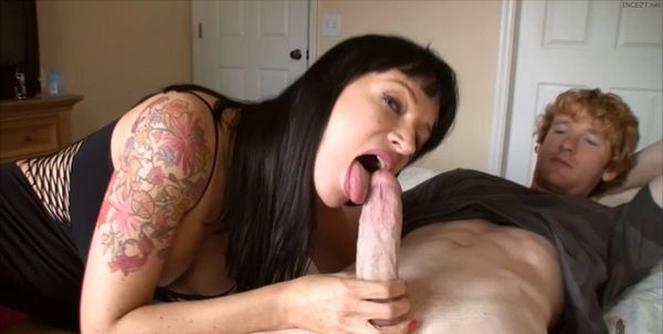 Angie Noir – Mom Seduction HD