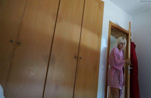 Jan Burton – Wanking my son in the morning HD