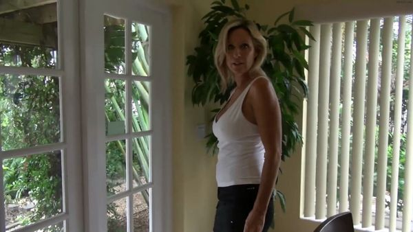 Jodi West – Mom Gives A Handjob Before Leaving For The Market HD