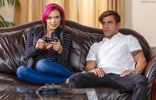 Putting Her Feet Up – Anna Bell Peaks HD