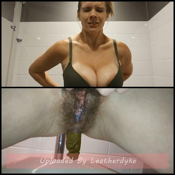 Public Porn Convention Pee and Surprise Poop with CandieCane | Full HD 1080p | Release Year: Jan 17, 2018