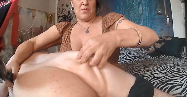 Mommy spanks sons penie new porn