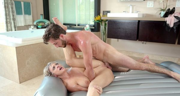 Dee Williams – Seducing Your Mom HD [Untouched 1080p]