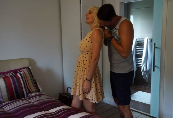 Jan Burton – Intimate One On One With Son HD
