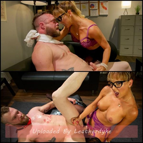 Disciplina executiva: Cherie DeVille humilia al seu cap Mike Panic | HD 720p | Any de llançament: Aug 14, 2018