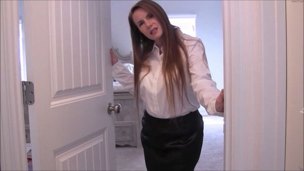 Nikki Nevada – Horny Stepmom Seduces Stepson HD