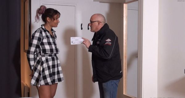 Mahe – She fucks step daddy to keep her pocket money HD