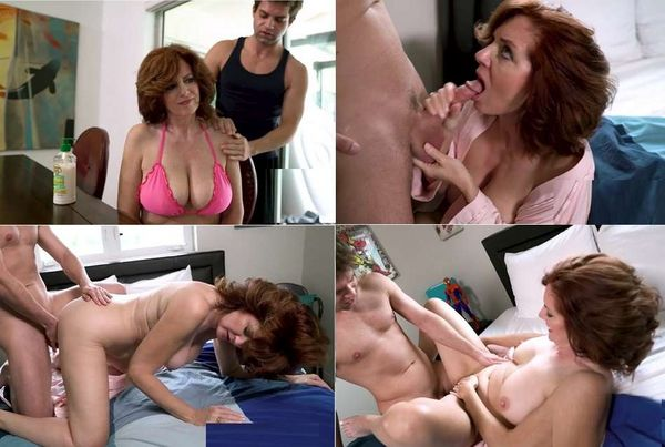 Horny Housewives Masturbate