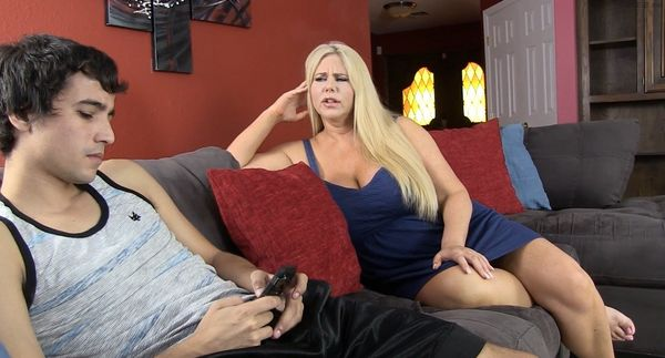 Karen Fisher – Mom Teaches Her Son Confidence HD