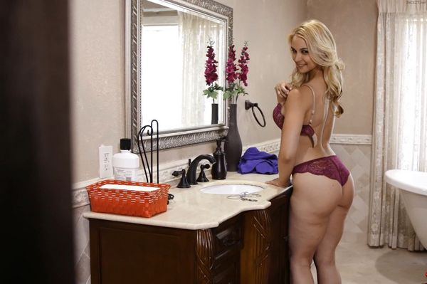 Sarah Vandella – My Mother's Secret HD