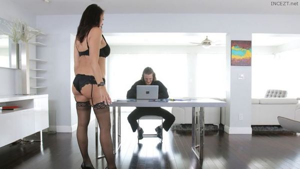 REAGAN FOXX – HARD DICK TO HER HARD DRIVE HD [Untouched 1080p]