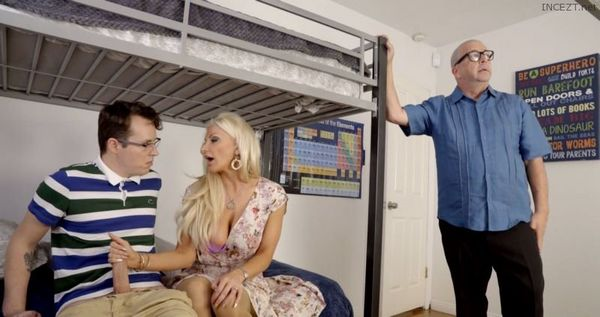 Off To College – Brittany Andrews HD [Untouched 1080p]